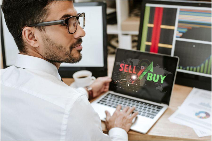 investimento per i giovani trading sell o buy